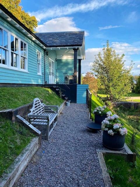 Cosy Riverside Cabin near Crieff
