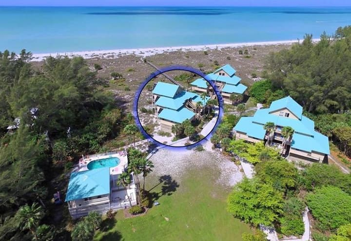 Beachfront Island Isolation - Ferry/Pool Included