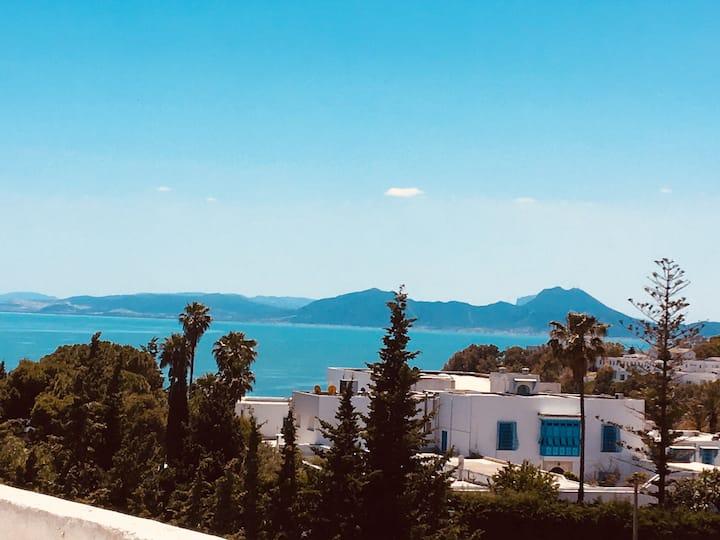 Le romantique village bleu et blanc!
