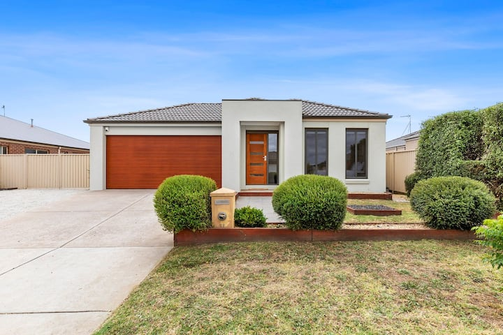 Chifley Place - Large Open Plan Living