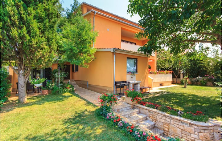 Stunning home in Fazana with WiFi and 2 Bedrooms
