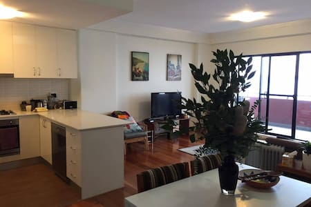 Private room in quiet apartment. Great location - Alexandria - Apartment