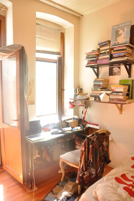 a cosy, sunny so bright room with a desk