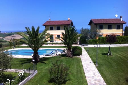 Casa in collina a due passi dal mare, con piscina - Townhouse