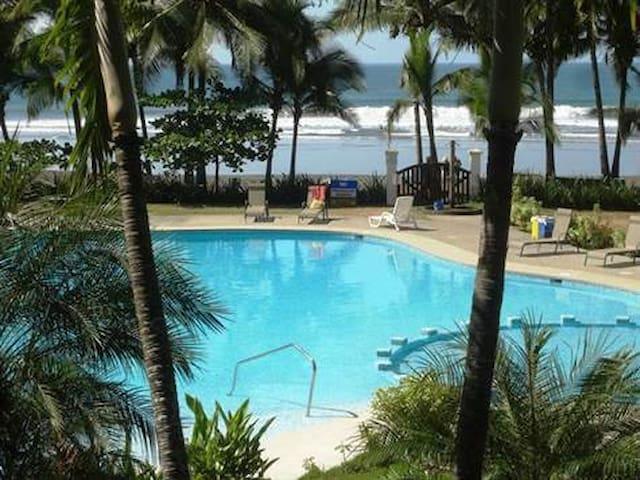 2bedroom house in beachfront gated community - Jaco - Vacation home