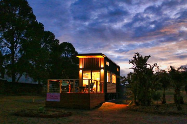Pink Lake Tiny House (Lake Bumbunga)