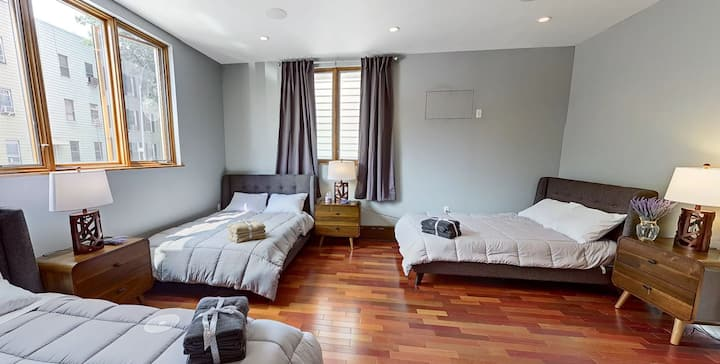 Spacious Shared Room! Best Co-Living Experience