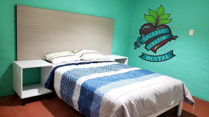 (F) Recamara privada  en Hostal cama  matrimonial
