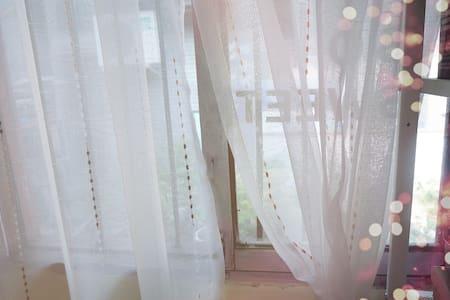 「白露、民宿」 旅游景区阆中古城内独立小屋整套出租 性价比超高 比同等价格其他酒店多客厅厨房茶室 - Nanchong