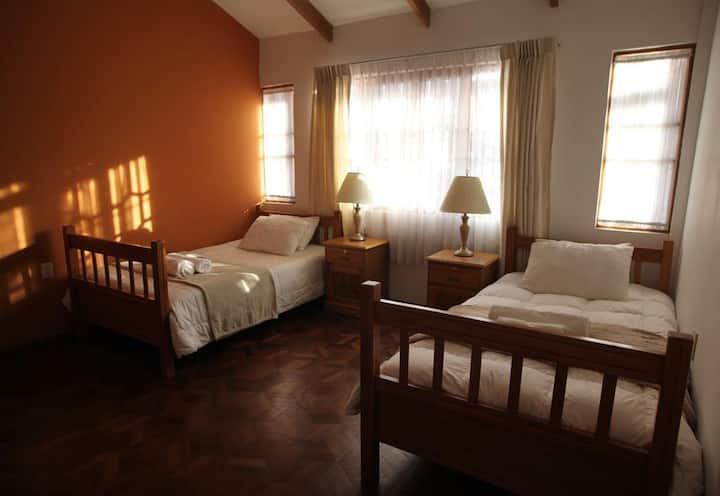 Dormitorio doble con baño privado