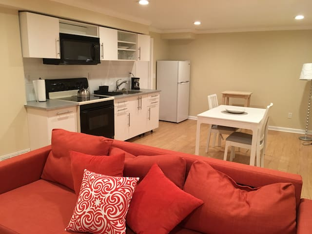 Suburban Cincinnati SE:  Private Apartment