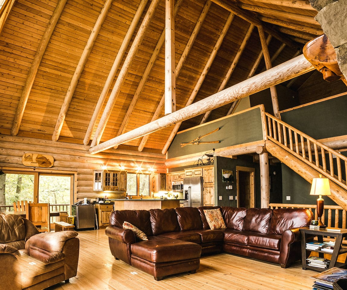 4 Bedroom Plus Large Loft- 3 Bath Log Home Retreat