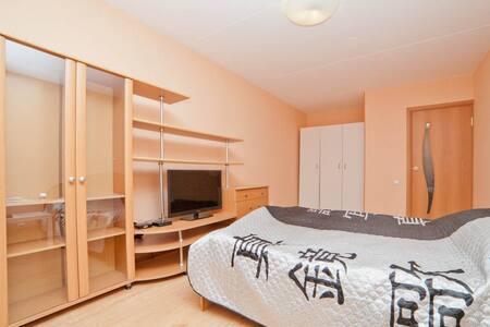 Недорогая квартира в Новом доме - Yekaterinburg - Apartemen
