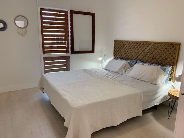 Dormitorio Dos camas individuales de 90x200 que pueden juntarse y convertirse en una cama de 180x200.