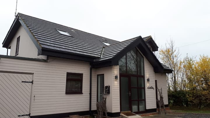 Detached Timber house offering 2 private bedrooms
