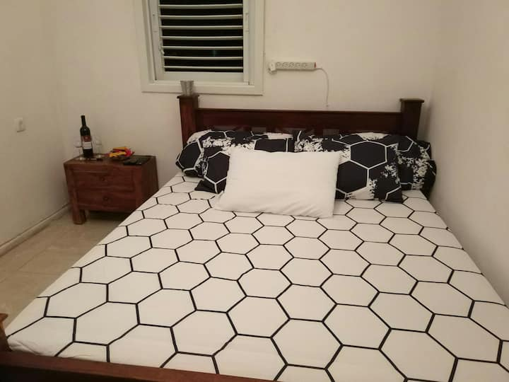 Comfortable room near Assaf Harofeh Hospital!