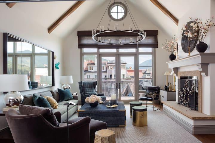 Arrabelle Views Ski-In 2BR Penthouse Pop Art Villa