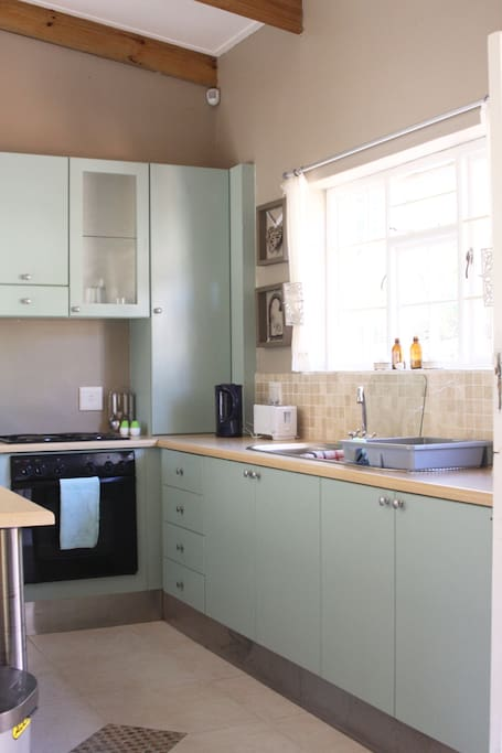 Fully fitted kitchen with gas stove and electric oven. Fridge, microwave and a small washing machine. All your kitchen needs sorted.