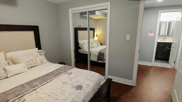 Room 'C' Brand New Private Bedroom with Queen Bed