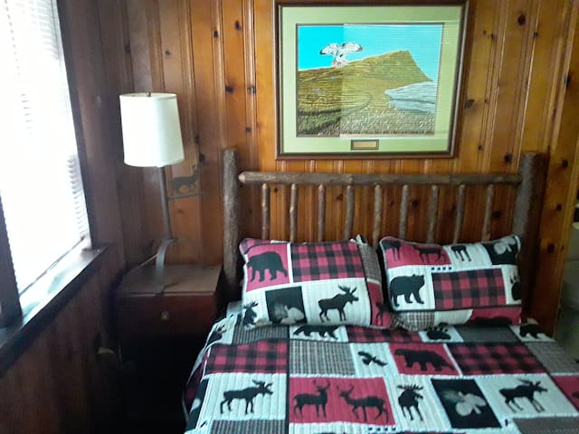 New hickory head boards, Lamps and comforters and linens