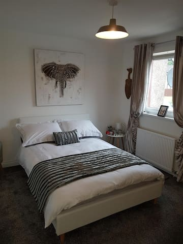 Room near Edinburgh & Glasgow for Festivals