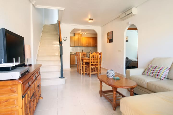 3 bedroom house. pool. wifi, 15 minutes from beach - Almoradí - Townhouse