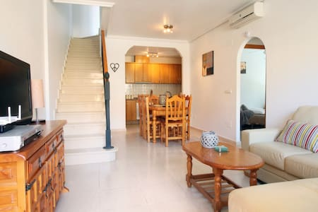 BEAUTIFUL 3 BED HOUSE, POOL, FREE WIFI - Townhouse