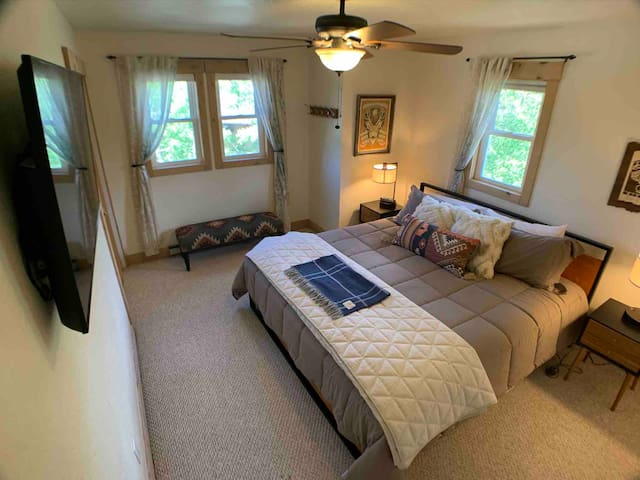 Bedroom with King bed and heated mattress cover for those cold mountain nights!