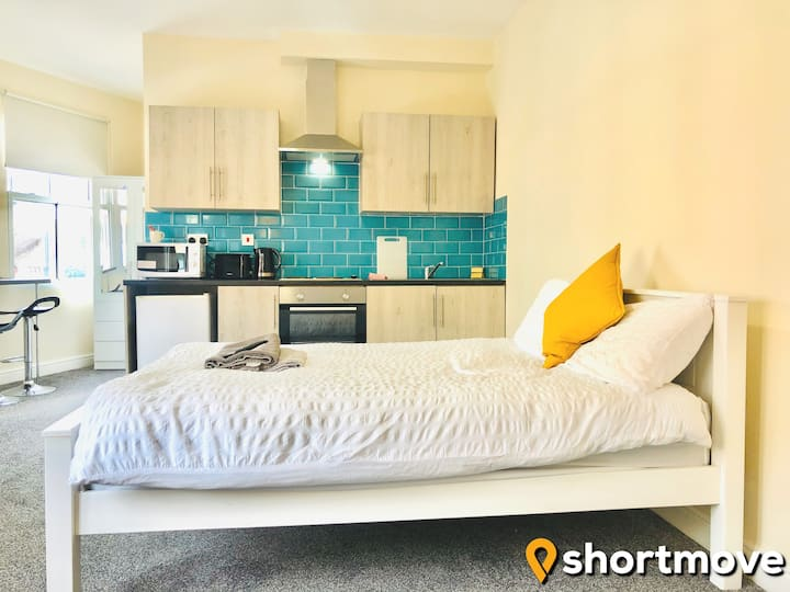 SHORTMOVE | Double bed en suite | Central | Wifi