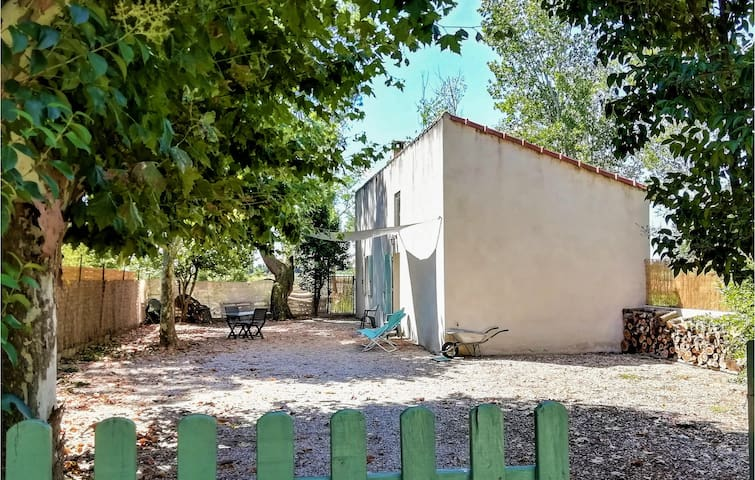 Holiday cottage with 1 bedroom on 50m² in Bédarrides