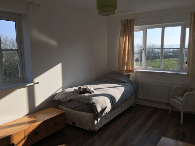 Private Upstairs Bedroom - Royal Wootton Bassett - Royal Wootton Bassett - Ev