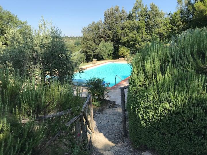 Italian farmhouse - private pool, sleeps 10.