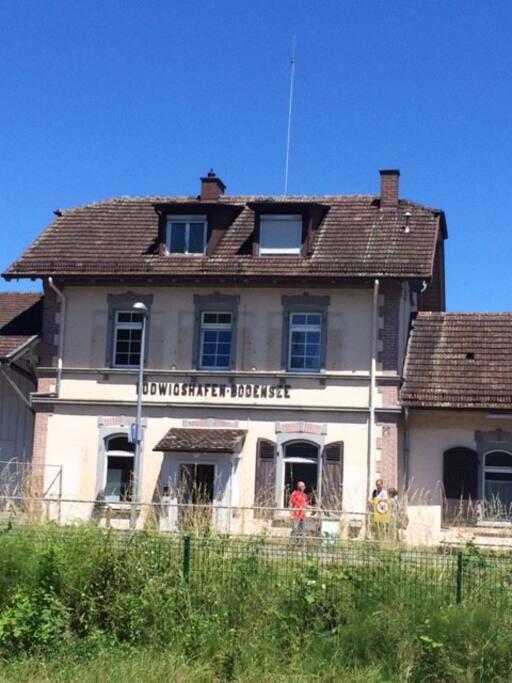das ist der kleine Bahnhof in Ludwigshafen