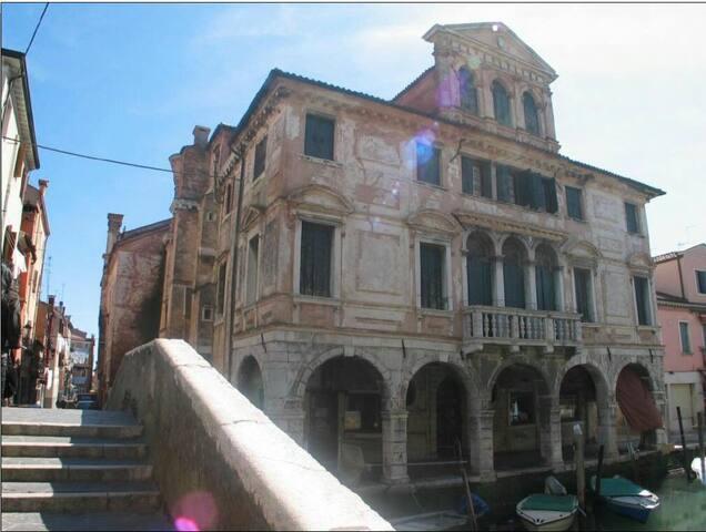 CASA DI SISSI A FIANCO AL Palazzo Lisatti.  App 2