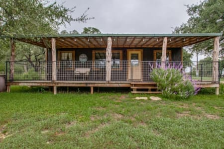 Charming Texas  Cabin in acclaimed Hill Country