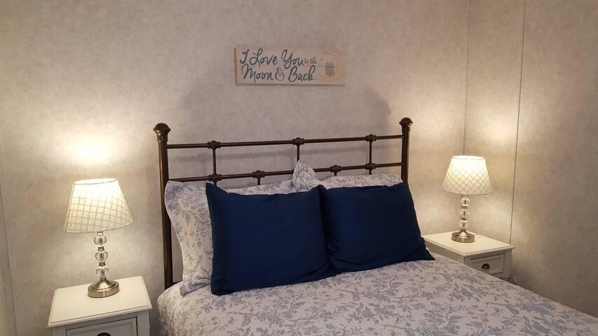 Bedroom 2- Full bed