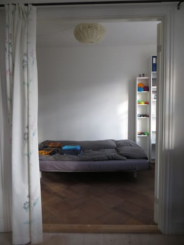 Bright room for 2 in a quiet part of town