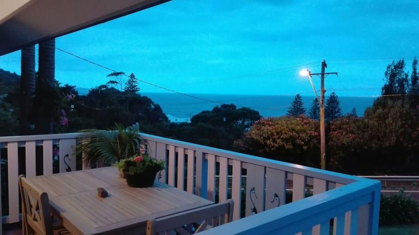 SeaHorse Garden 180° Ocean Views
