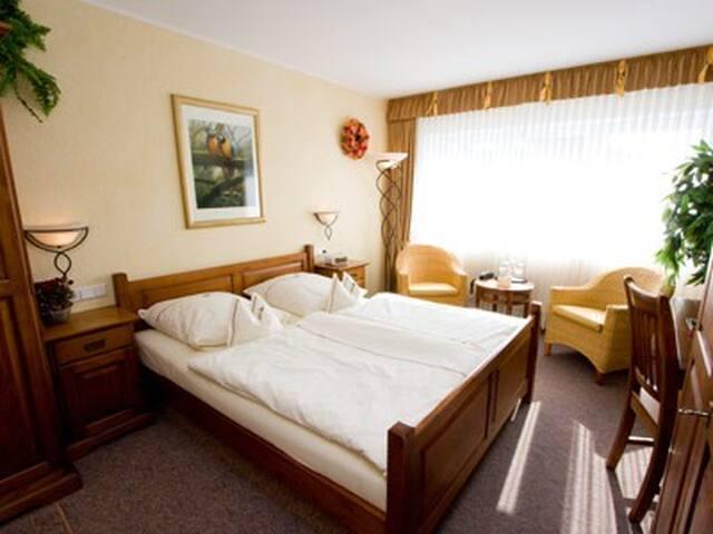 Landhotel Grimmeblick **** (Winterberg/Elkeringhausen) -, Doppelzimmer Brazil DU/WC Panoramablick