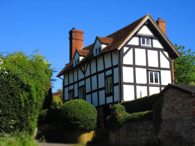 Shire Cottage: Rural, cosy & family friendly