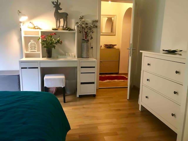 City centre:  private room, sleeps 3 - Shared Bath