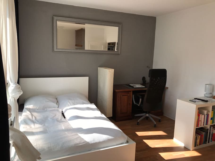 small apartment in berlin center flats for rent in berlin berlin germany. Black Bedroom Furniture Sets. Home Design Ideas