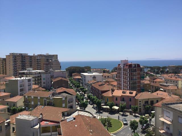Follonica/TOSCANA:Vista Mare in pieno Centro/6pers