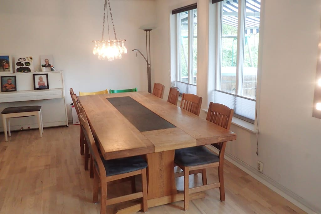 Dining area, table can extend up to 20 persons