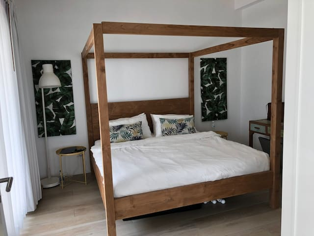 Bedroom 1 with 4 poster kingsize Balinese bed and tropical prints