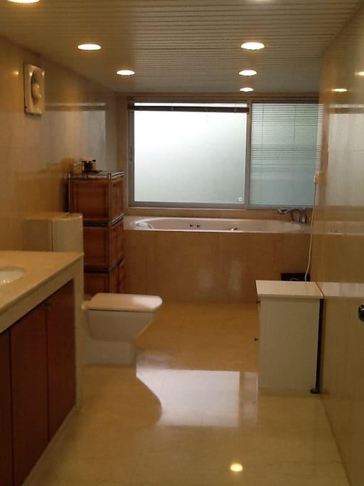 Master Bed 2nd Floor Bathroom full Egyptian marble