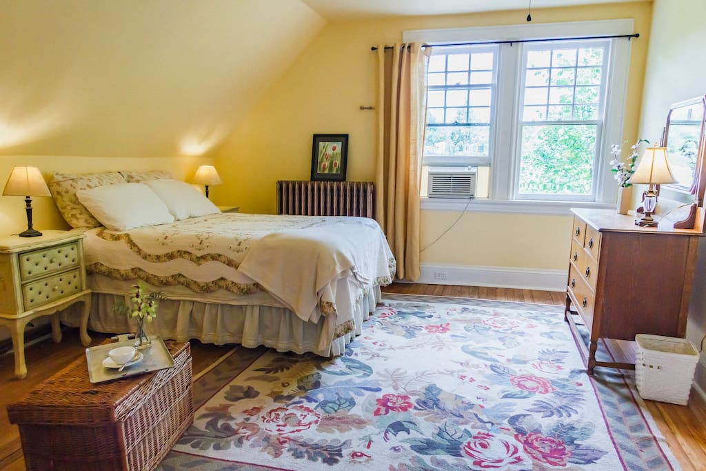 Master bedroom with comfy double bed with electric blanket, quilt, cotton sheets