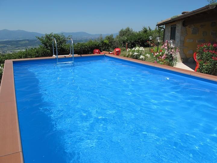 Casa di Elda con piscina panoramica Lucca