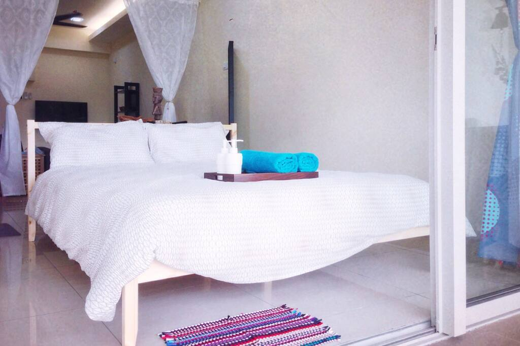 Embrace yourself with the marriage between tropical balinese and contemporary minimalism, we creates a cozy living atmosphere to enable you to recreate and be inspired at the same time
