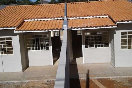 Casa 2 quartos no Santa Cruz em Guarapuava/PR B